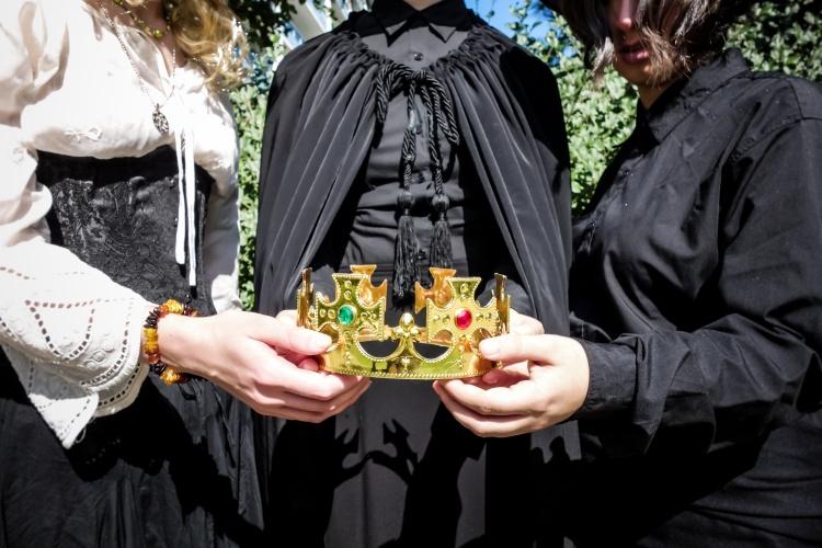 Wyrd Sisters Crown