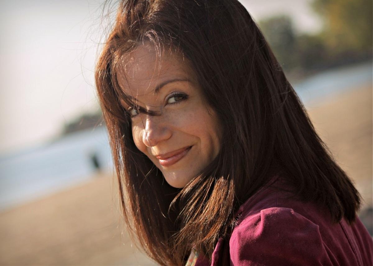 "Melanie Peterson's ""Sunshine"" a breath of TLC for a brokenheart"